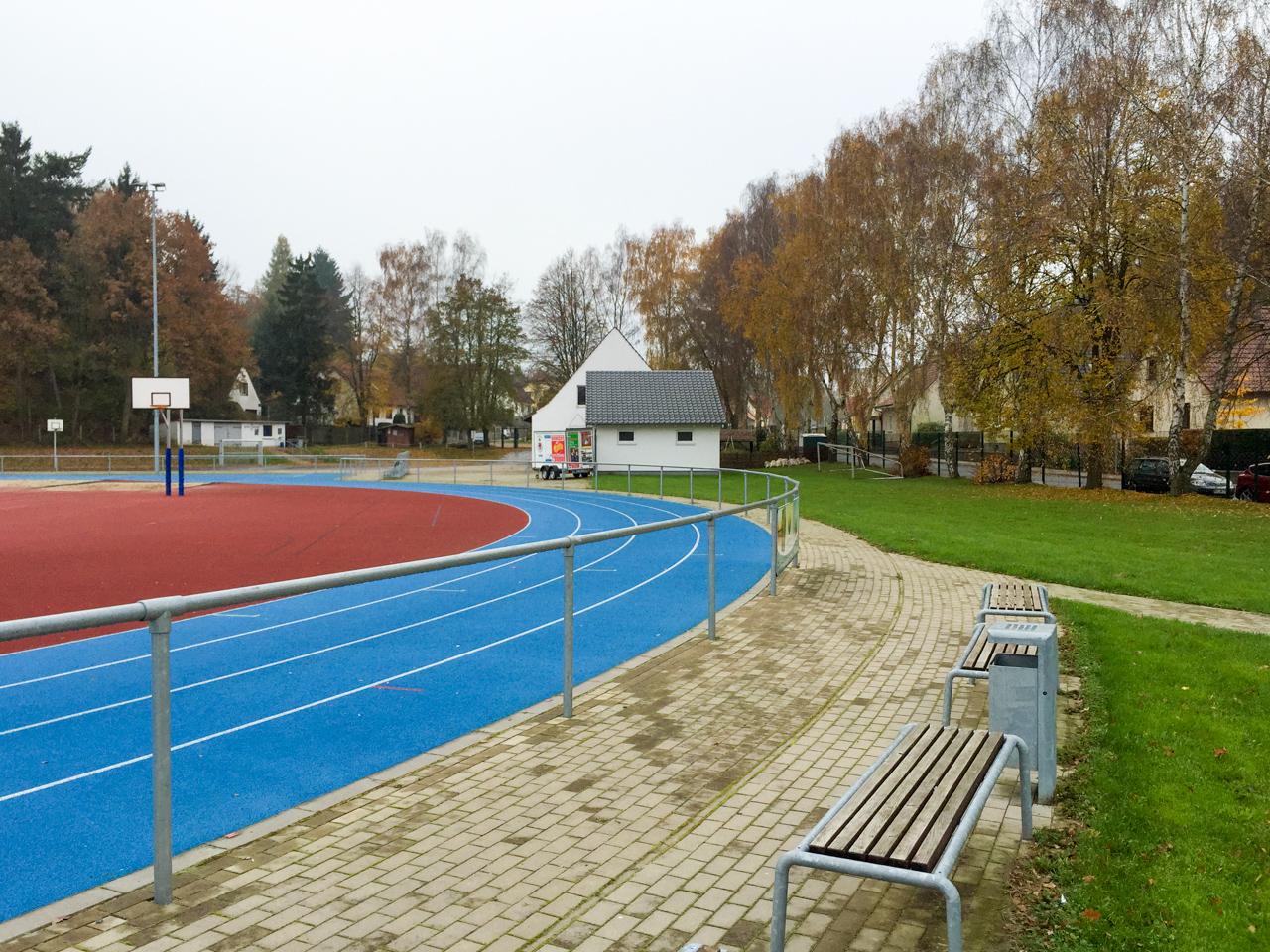 sportplatz burg stargard garten und landschaftsbau. Black Bedroom Furniture Sets. Home Design Ideas